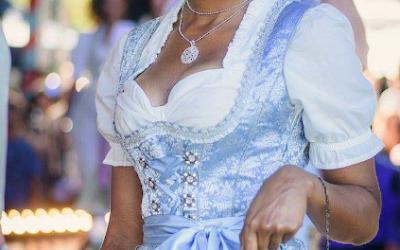 saribags - Bella Seidenstickerei blau mit Model