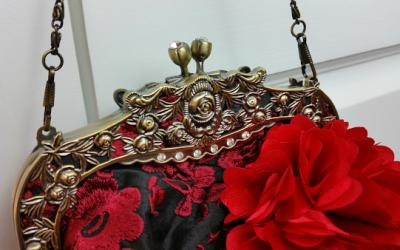 saribags - Detail Blüte und Steinchen