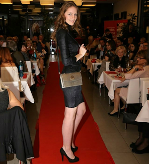 Model beim Fashion Dinner @ saribags show