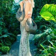 saribags Abendtasche Adelina mit Model Adelma Agic