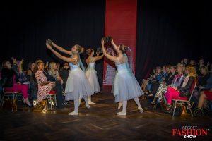 t Tänzerinnen mit saribags
